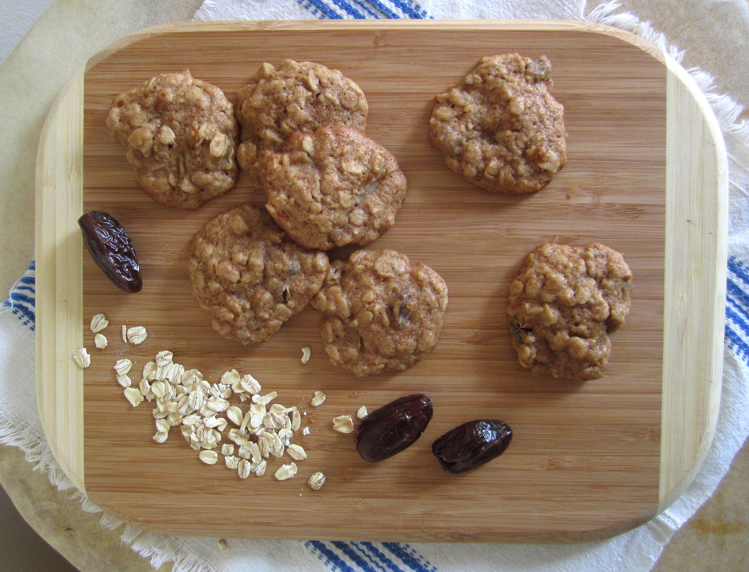 2400 x 1835 jpeg 3663kB, Oatmeal, Pear & Date Cookies - The Orange Bee